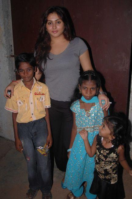[Namitha+Meets+India+Childrens+Welfare+Association+2.jpg]