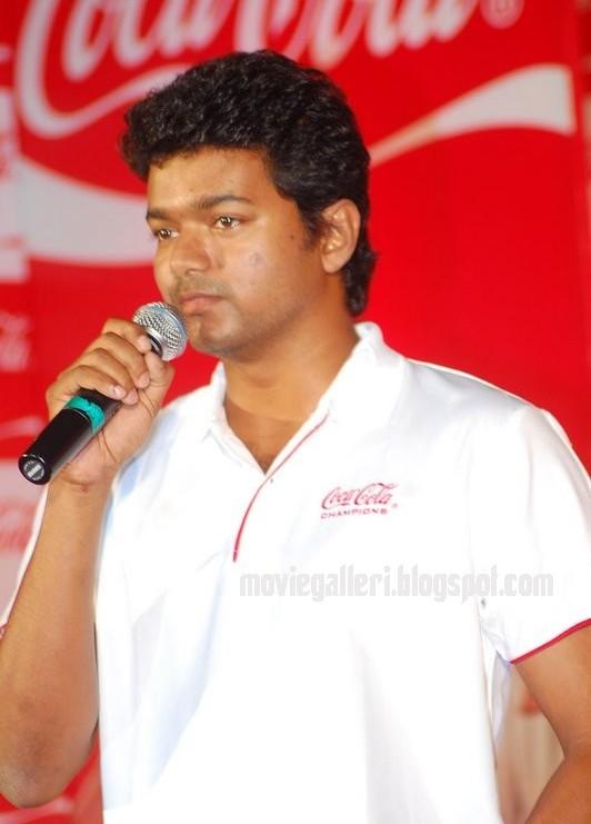 [sura-movie-Vijay-Meets-Coca-Cola-Winners-stills-pics-images-photos-09.jpg]