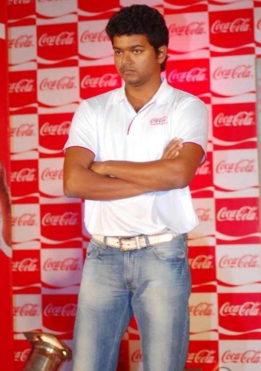 [sura-movie-Vijay-Meets-Coca-Cola-Winners-stills-pics-images-photos-03.jpg]