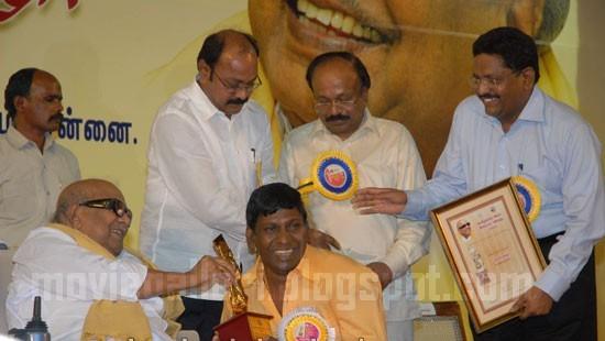[vadivelu-Tamil-Nadu-State-Film-Awards-2009-pics-05.jpg]