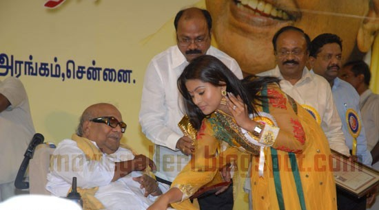 [sneha-Tamil-Nadu-State-Film-Awards-2009-pics-04.jpg]