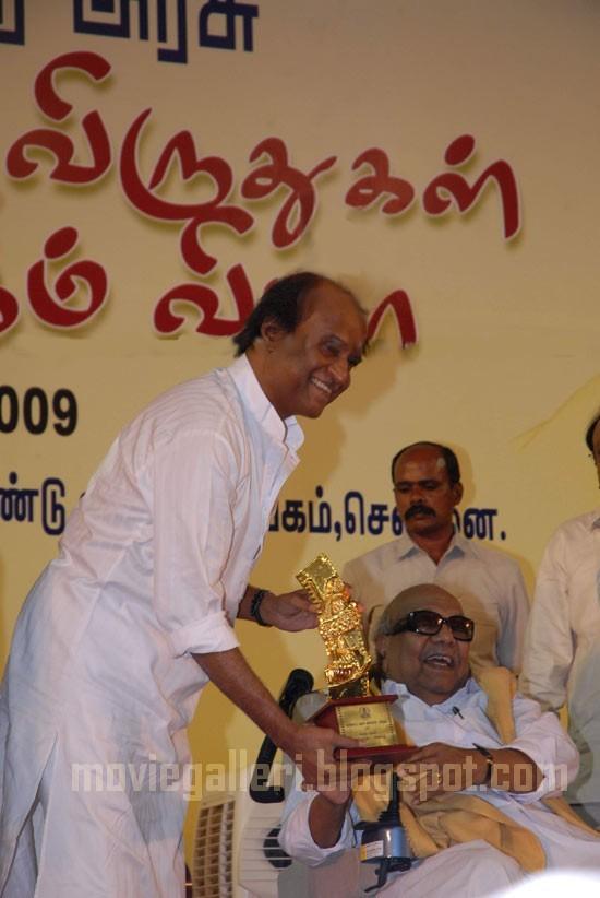 [rajini-Tamil-Nadu-State-Film-Awards-2009-pics-02.jpg]