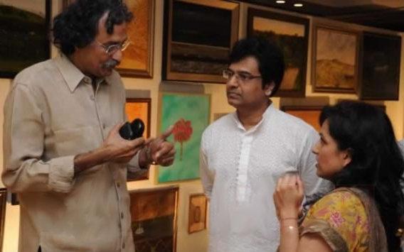 [vivek-bhanu-art-exhibition-01.jpg]