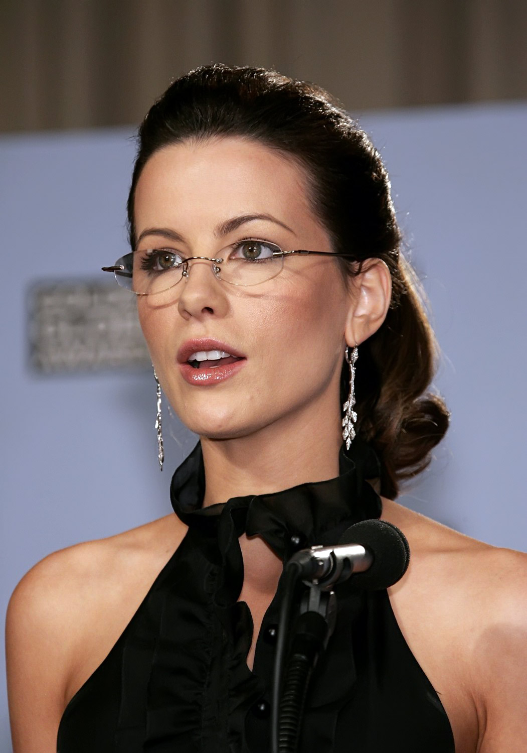 Celebrity Kate Beckinsale Fashinable Hairs 08