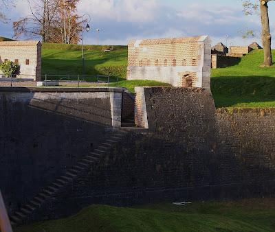 Fortification 1 pont dormant caponni re poterne et pas - Le pas de la porte ...