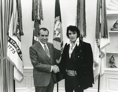 Richard Nixon ja Elvis Presley vuonna 1970