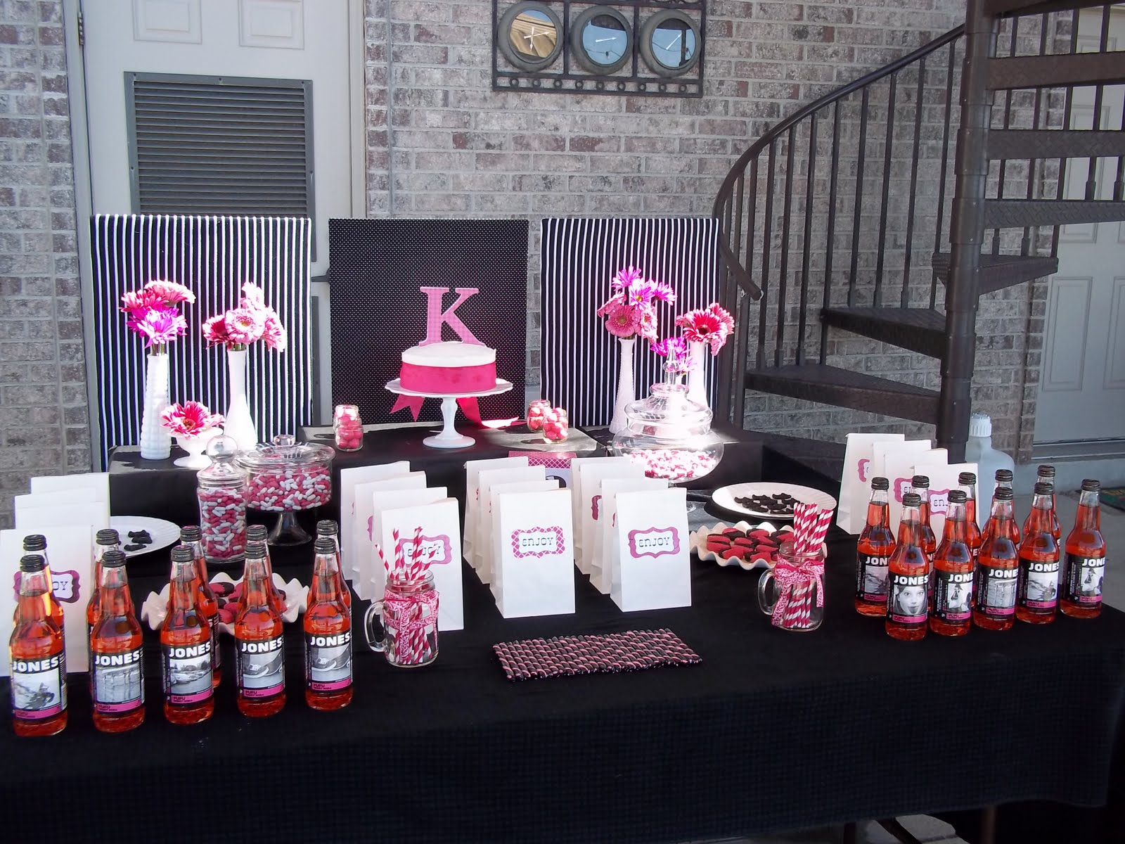 For the Love: Hot Pink and Black Birthday Party Decor
