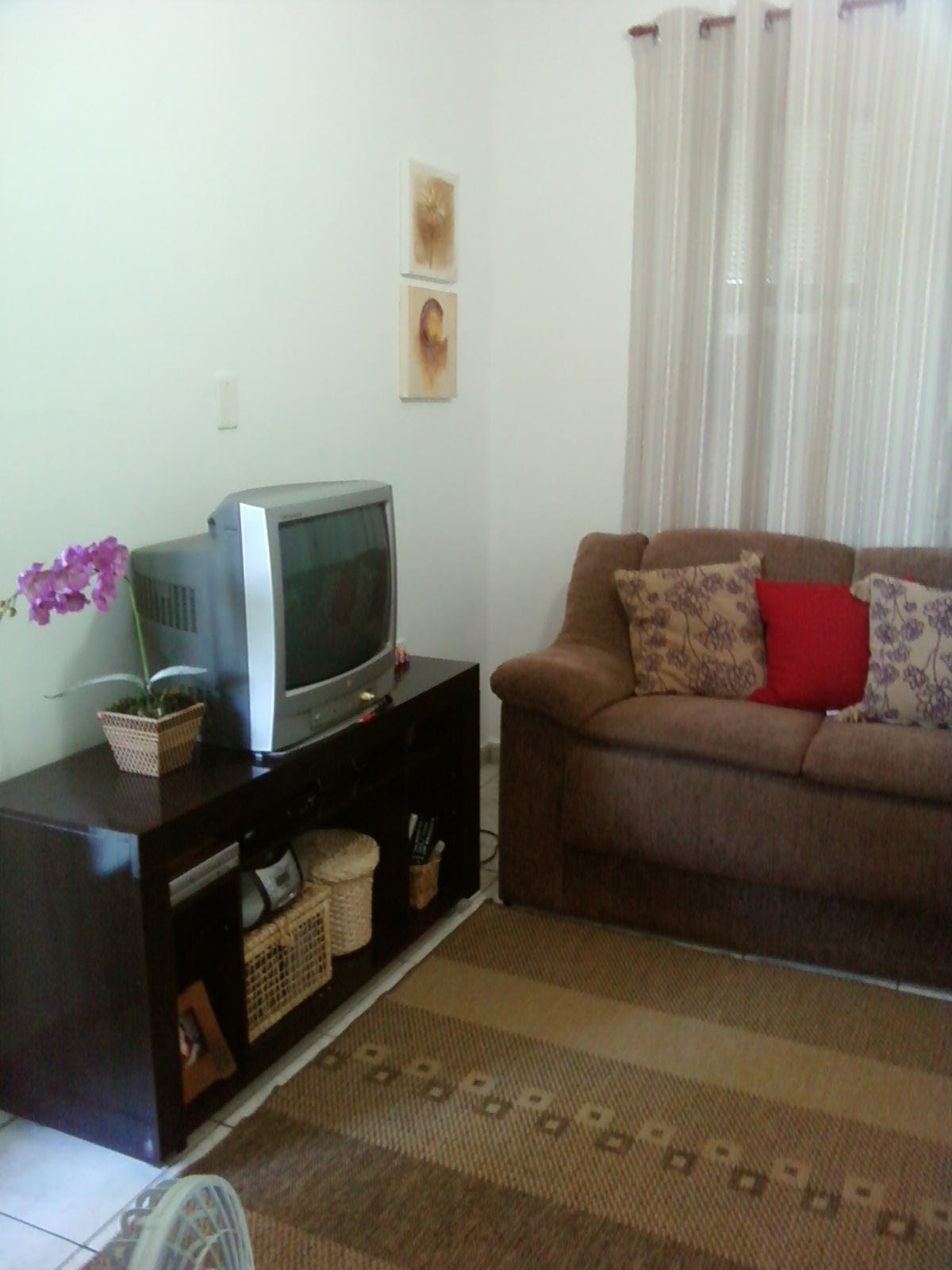 #634530 Gosto de Coisinhas Novas: Atendendo a pedidos .. minha sala com  1200x1600 píxeis em Decoração De Sala Simples De Pobre