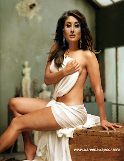 Karrena Kapoor Cleavge Kareena Nude Boobs Showing