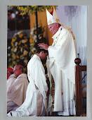 EL Beato Juan Pablo II ordena sacerdote a nuestro Párroco el 12 de Junio de 1993 en Sevilla .