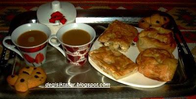 Kahve Saati-Su Böreği,Pırasalı Gül Böreği Ve Damla Çikolatalı Kurabiye