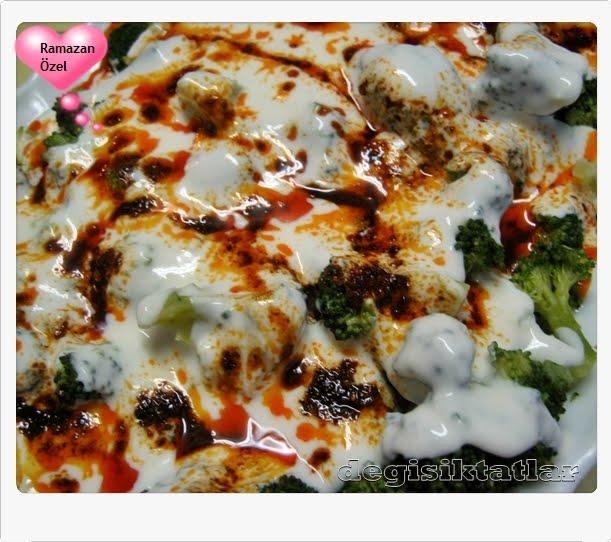 Sarımsaklı Yoğurtlu Salçalı Biber Soslu Brokoli Salatası