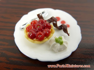 miniature cherry tartlet dessert plate - paris miniatures - Emmaflam and Miniman