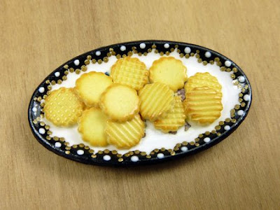 Hand painted plate with miniature cookies - Paris Miniatures - Emmaflam and Miniman