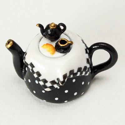 black and white handmade miniature teapot emmaflam and miniman paris miniatures