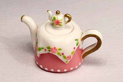 miniature pink table teapot with tiny teapot lid - emmaflam paris miniatures