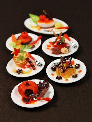 Miniature Food - Halloween Desserts from Emmaflam and Miniman