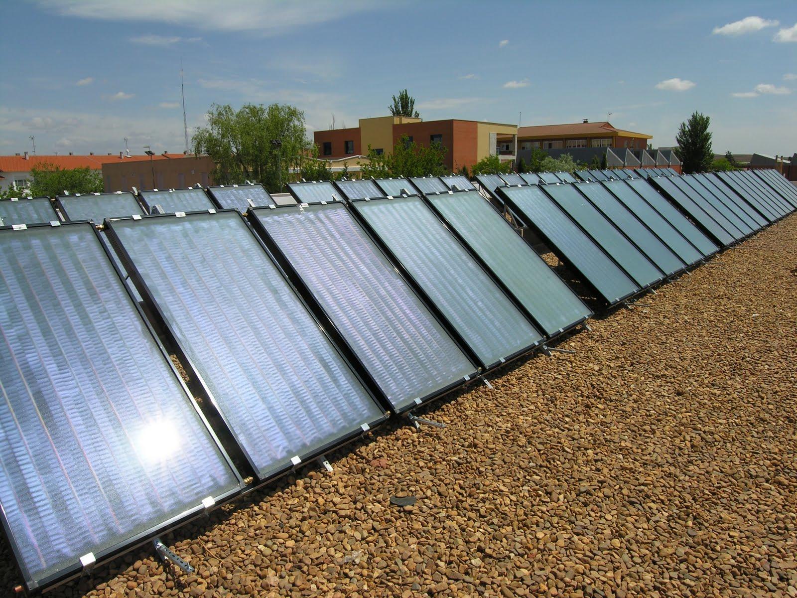 Las espuelas de oro placas solares en la piscina cubierta for Piscina solares