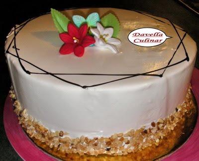 Gâteau d'anniversaire Mario avec de la crème de vanille_Tort MARIO cu crema de vanilie