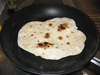 pain nan verison iranienne recette de cuisine aurore le petit poussin. Black Bedroom Furniture Sets. Home Design Ideas