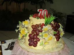 Kue HUT-nya