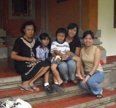 Keluarga di Bali