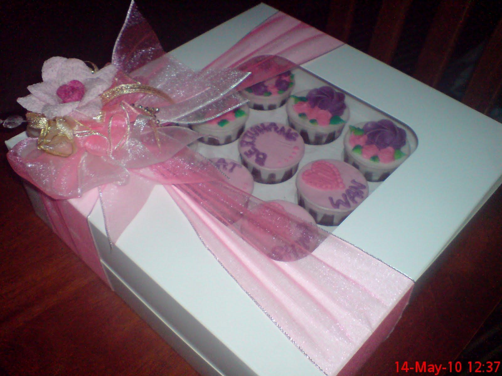 F2H DECORATIVE CAKES: Contoh Kotak Hantaran Cupcakes