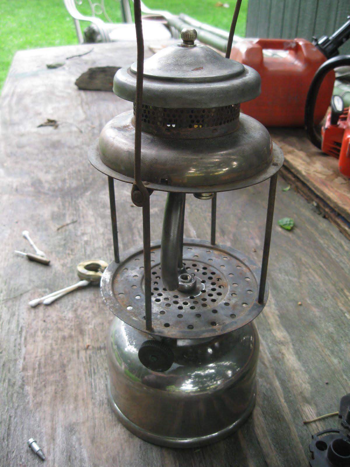 Vintage coleman lanterns flea market finds for Coleman s fish market