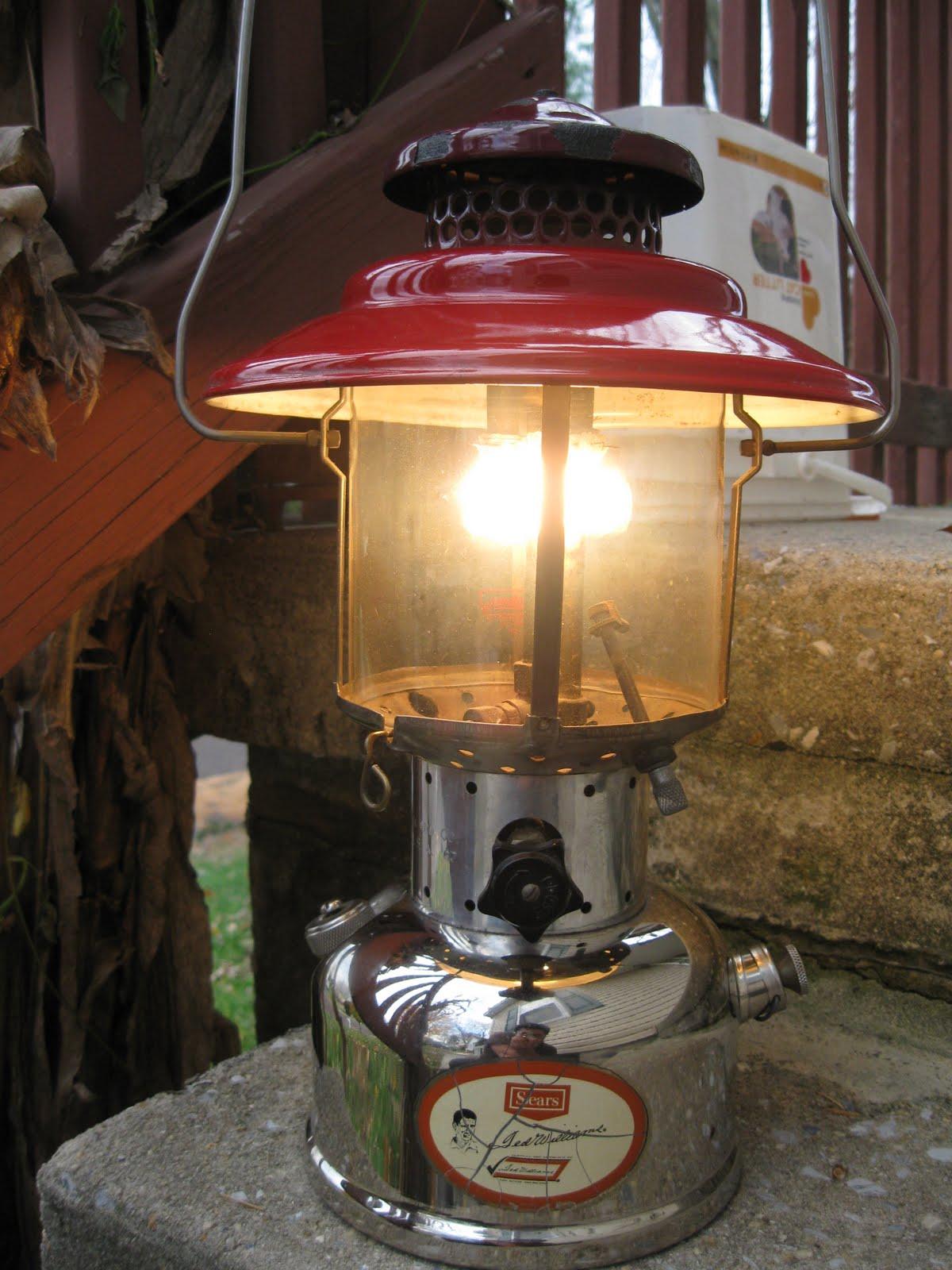 Vintage Coleman Lanterns: November 2010