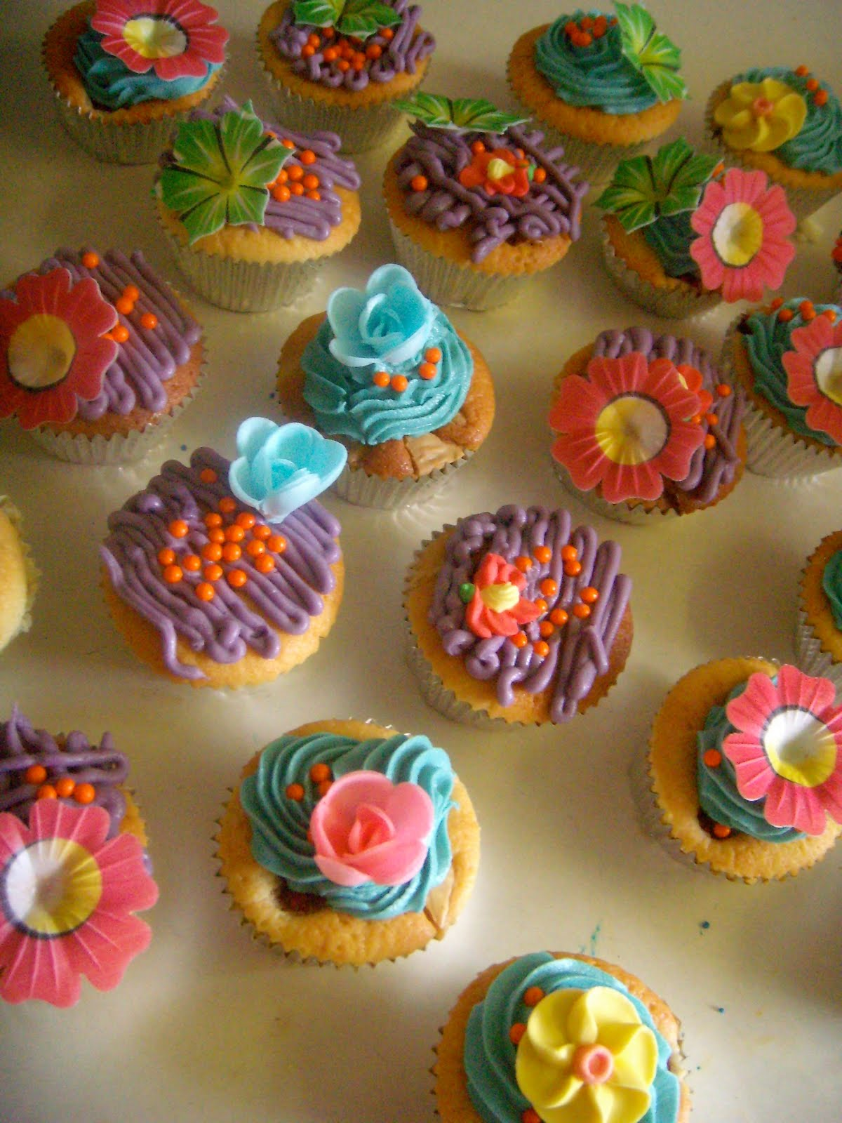 Queen Of Tarts Hawaiian Birthday Cake Cupcakes For My Lovely Sister