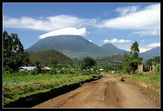 Mt. Muhavura und Mt. Gahinga, Kisoso, Uganda (Von Mirko Tikalsky)