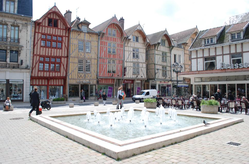 Blog du ds45 petit passage express troyes for Piscine des chartreux troyes