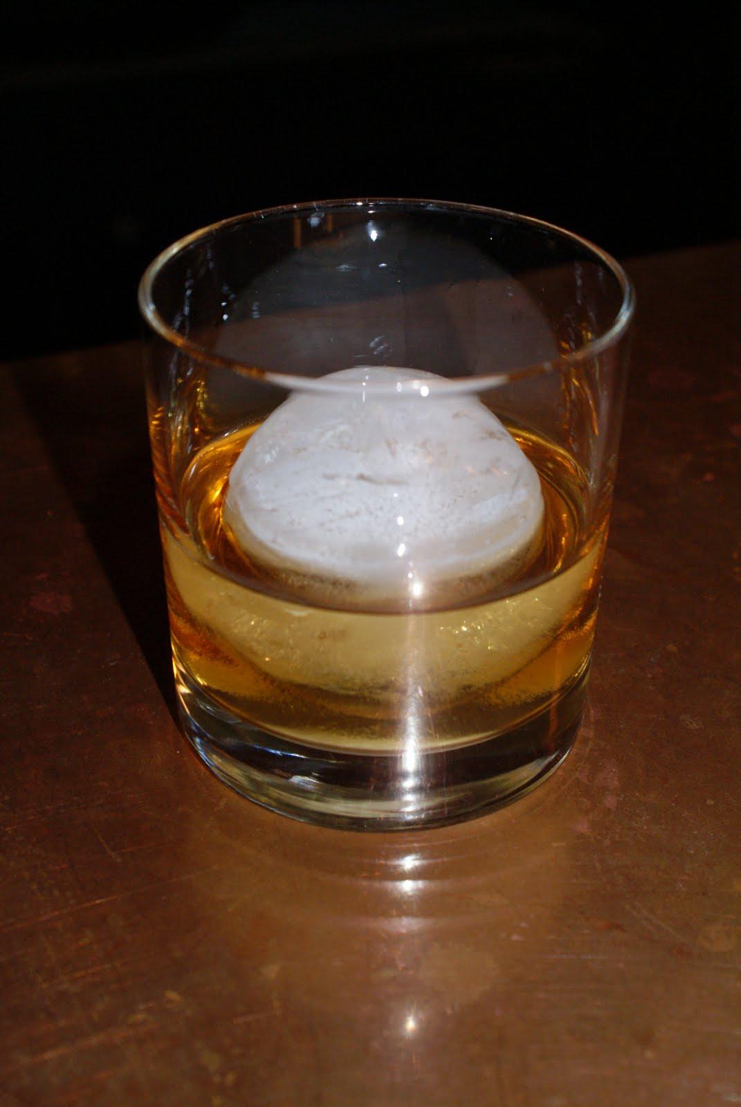 http://4.bp.blogspot.com/_sqa0SOIK6DY/TTtv9ph8ZRI/AAAAAAAAAxQ/MfeDJAHMukU/s1600/whiskey%252Brock.JPG