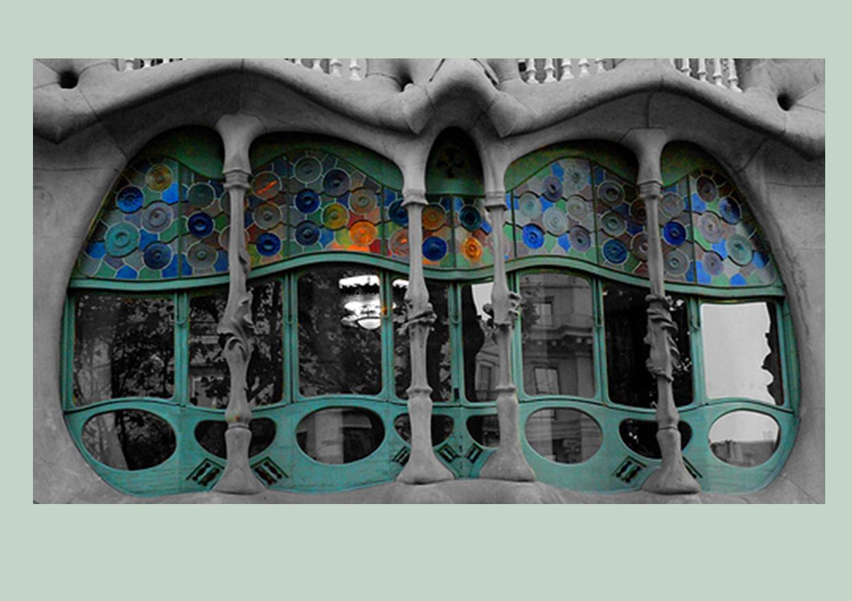 http://4.bp.blogspot.com/_sreD80dwXVM/S7l7JrSO7qI/AAAAAAAAAxY/AuVxcnnnfyw/s1600/Gaudi+Casa+Batllo+stained+glass+outside.jpg