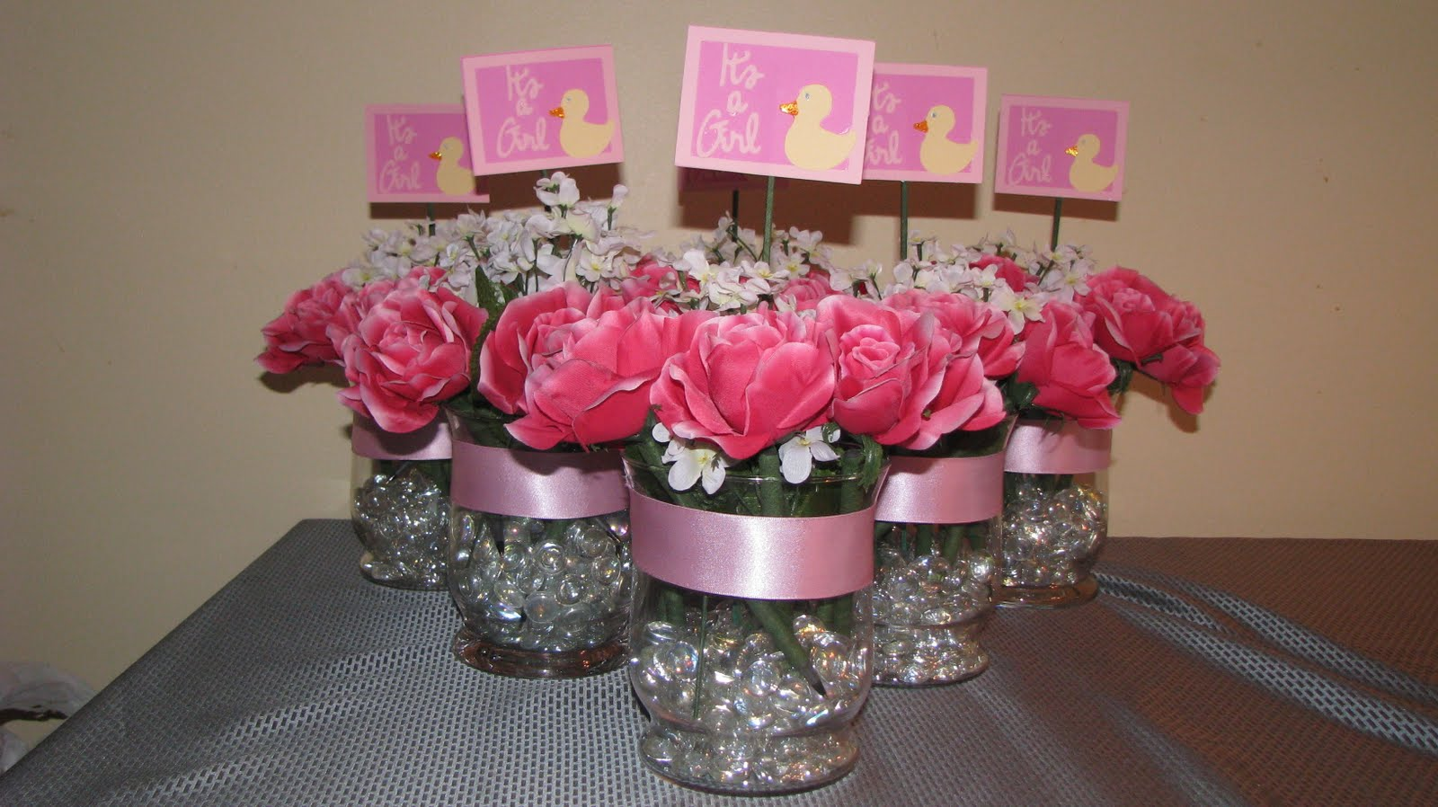 this natural baby shower centerpiece idea for the baby girl to be born