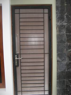 pintu minimalis besi