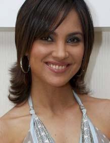 Miss Universe 2000. Ayahnya asli India, sedang ibunya a