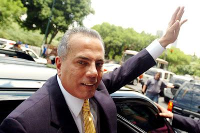 Manuel Rosales huye de Chávez y pide asilo político en el Perú