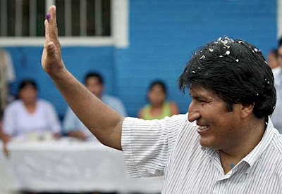 Los bolivianos eligen a Evo Morales como presidente para un segundo mandato