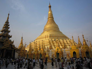 >Shwedagon Pagoda – Kason Full Moon Festival with less audience