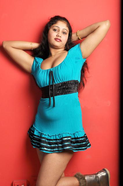 http://4.bp.blogspot.com/_t34W_TUAk0M/S_jX7jOrPWI/AAAAAAAADYQ/r4dfT44KNVI/s1600/amrutha_valli_blue_dress_1.jpg