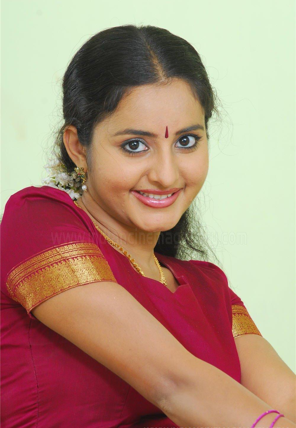 Indian Hot Actress: Sona Nair navel show