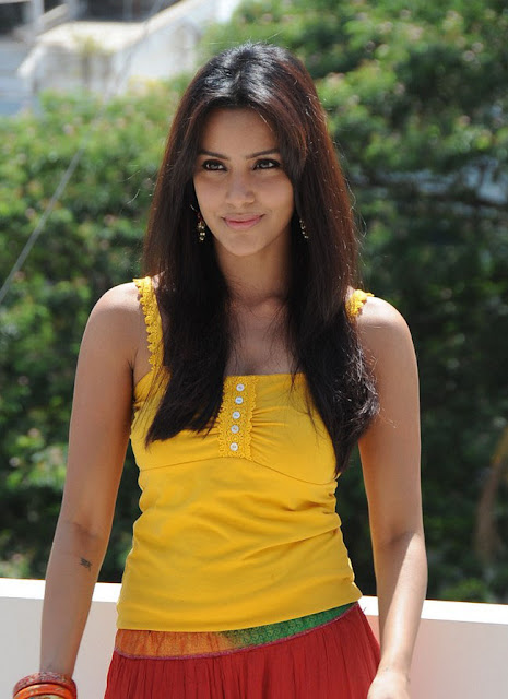 priya anand cleavage
