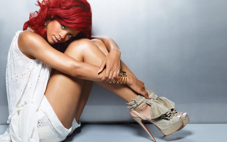 http://4.bp.blogspot.com/_t7x0fMHPR7A/TTMtpwRNnCI/AAAAAAAAARc/3CuRoD4hlKc/s1600/Red_Hair_Rihanna.jpg