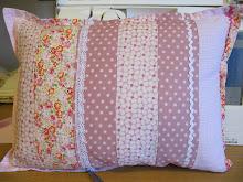 Ljuvlig kudde i rosa färger