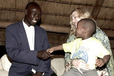 Madonna, David & Mercy dans I Am Because We Are Malawi-0002