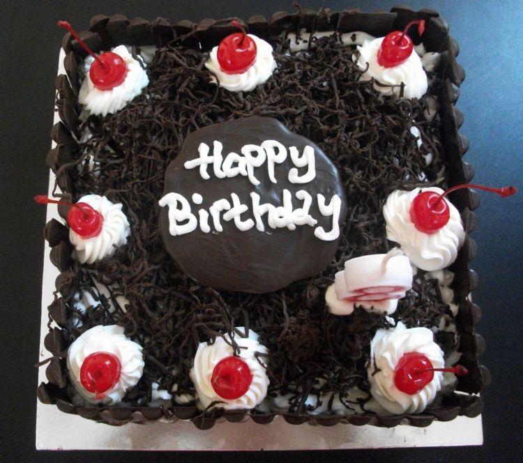 dan masih mempercayakan kue mama untuk membuat kue ulang tahun ...