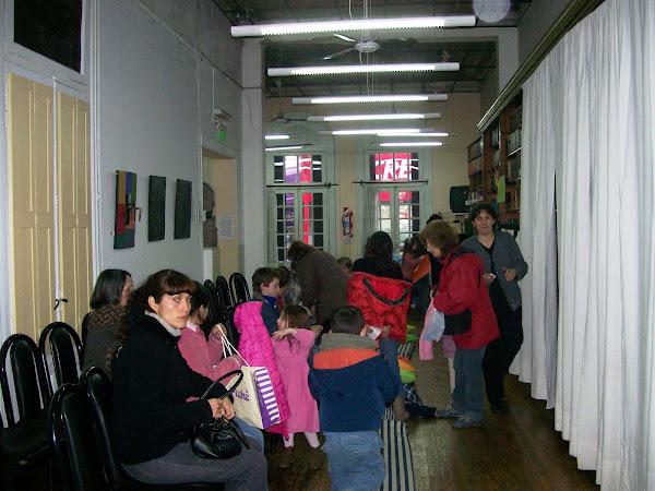 ¡Las tardecitas vienen llenas de familias y chicos en busca de los cuentos!