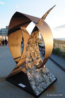Wooden OrganicArt sculpture in_Kijkduin