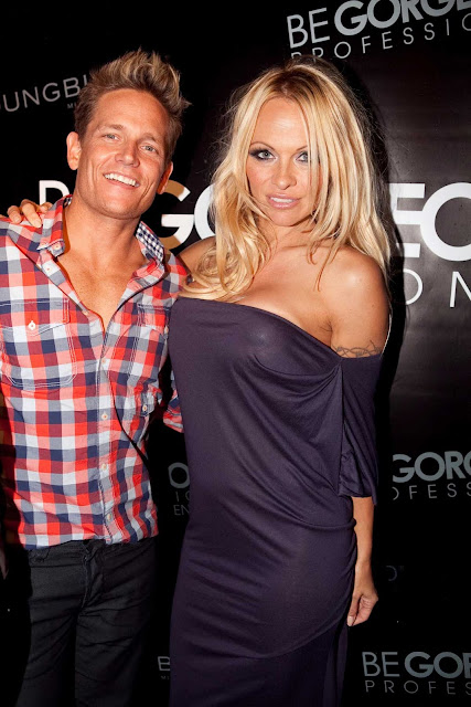 pamela anderson purple 8 Pamela Anderson and Damian Whitewood in Australia